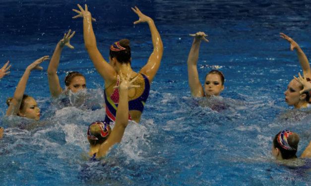 Danzare in acqua si può? Si, con il nuoto sincronizzato